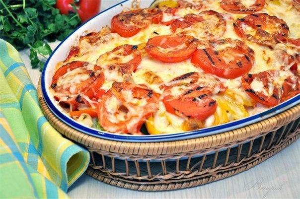 Говядина в форме для запекания с томатами, сыром и кабачками