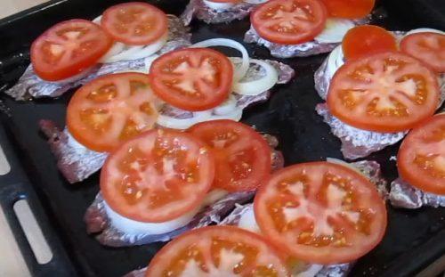 отбивные из говядины в сметане с помидорами