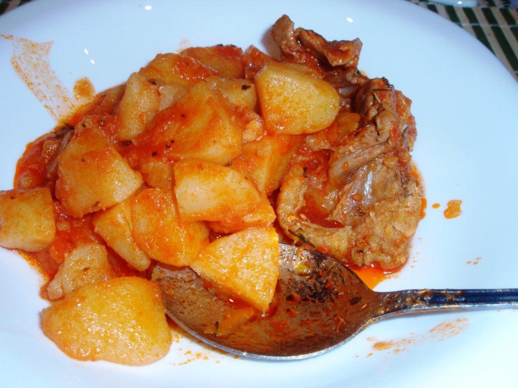 жаркое из картошки с курице в томатном соусе