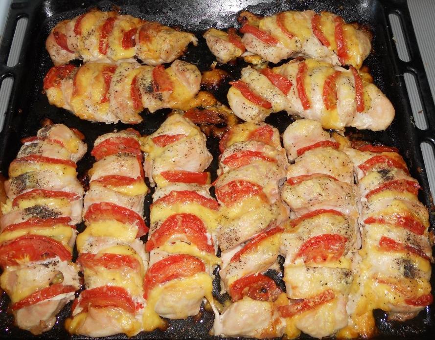 курица фаршированная томатом и сыром