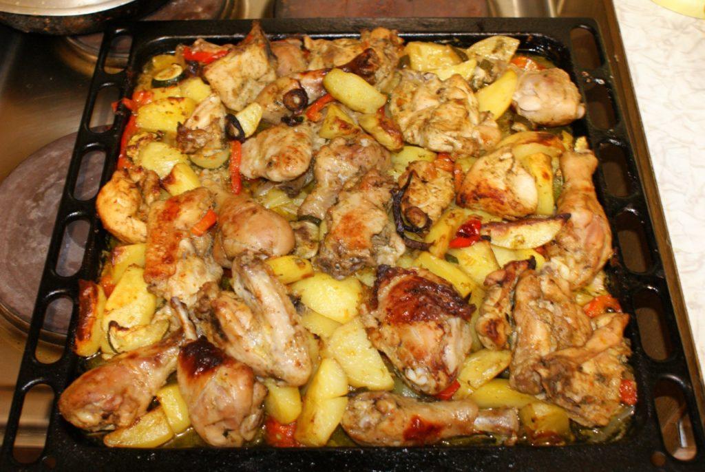 курица с картошкой на противне