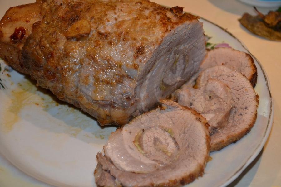 Рулет из свинины в разрезе