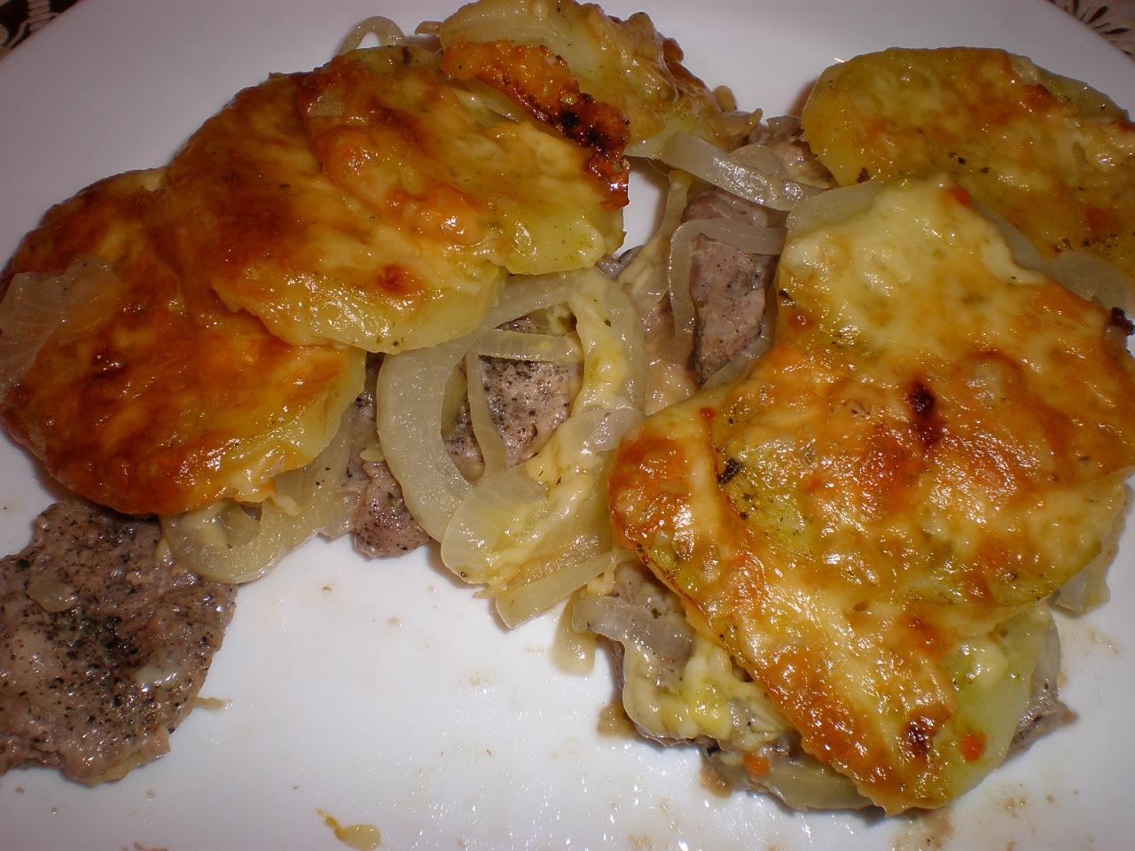 Свинина, запеченная с картофелем в духовке