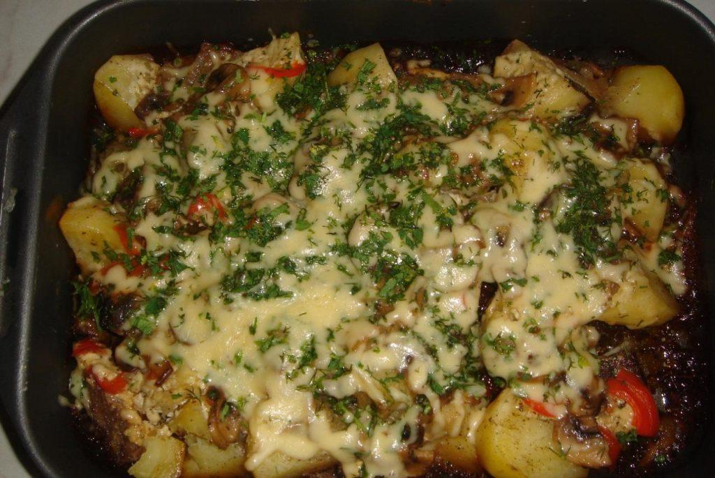 картофель томаты свинина под сыром