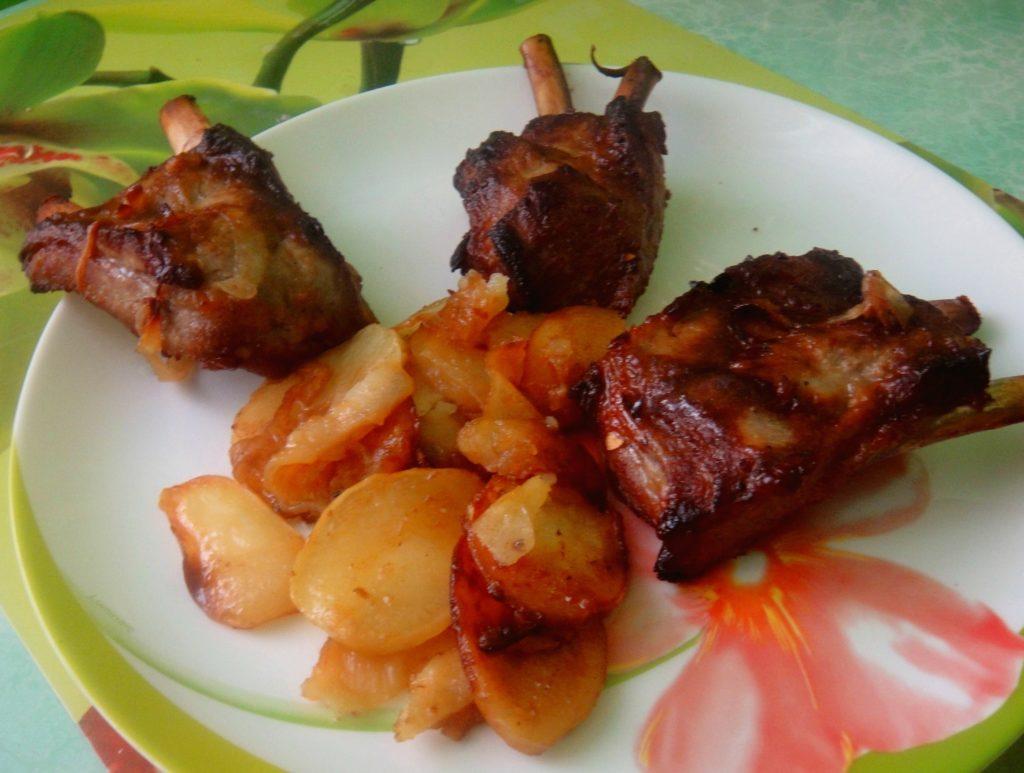 Ребрышки в медовом соусе с картошкой