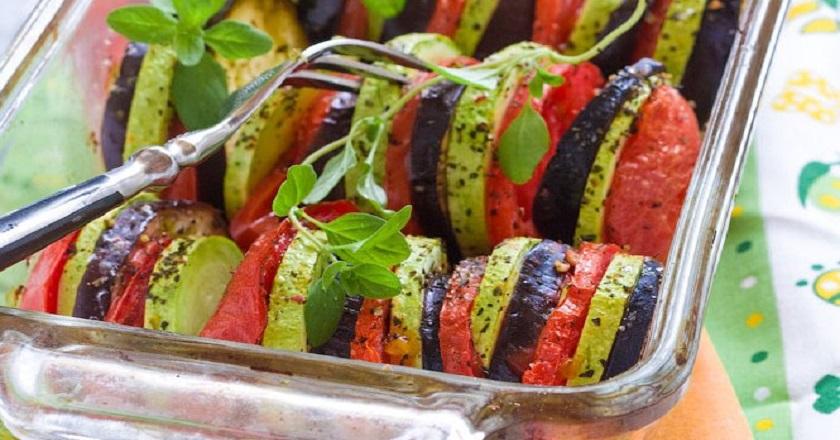 Овощи запеченные в духовке в стеклянной форме