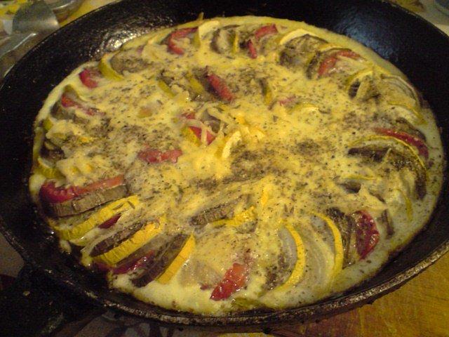 рататуй с курицей под сырно-сметанным соусом