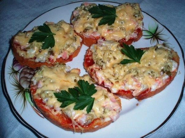 Бутерброды на багете с томатной пастой