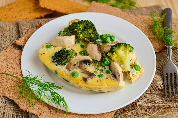 Омлет с грибами и брокколи