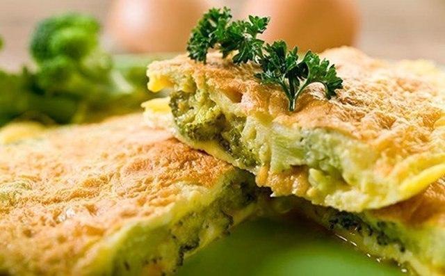 Омлет из брокколи с сырной корочкой