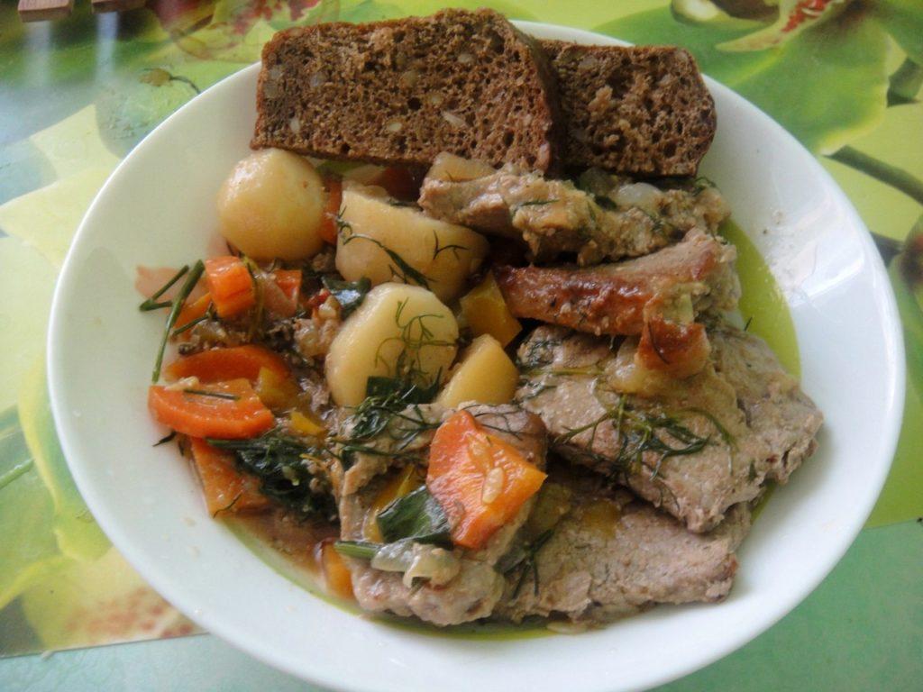 Свинина с овощами из духовки