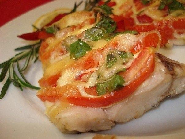 Филе рыбы под сыром с томатами