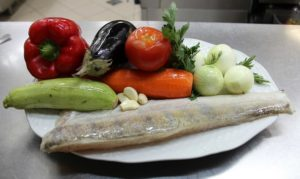 Свежая рыба, овощи
