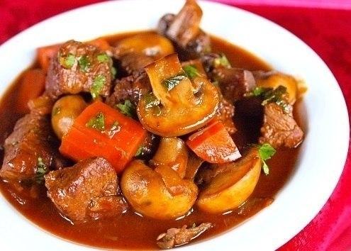 Жаркое с грибами и мясом