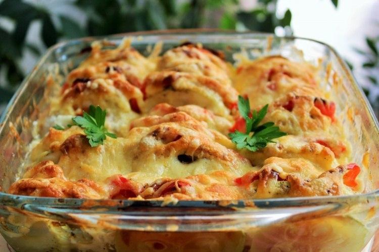 Запеканка из овощей и курицы под сыром