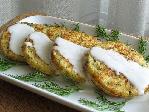 Оладьи из кабачка под соусом