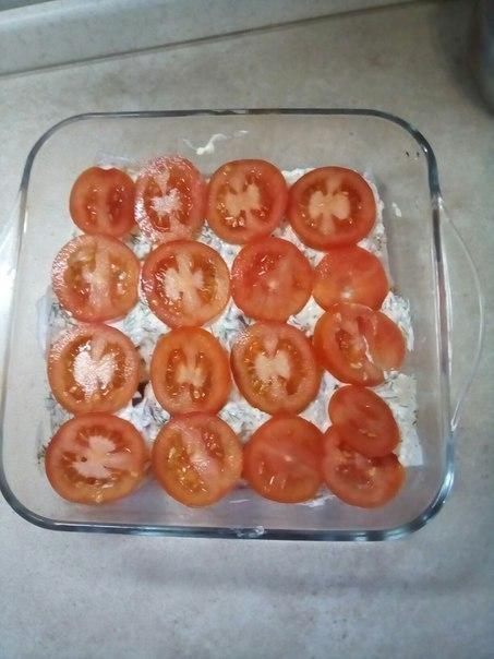 Слой из колец томатов