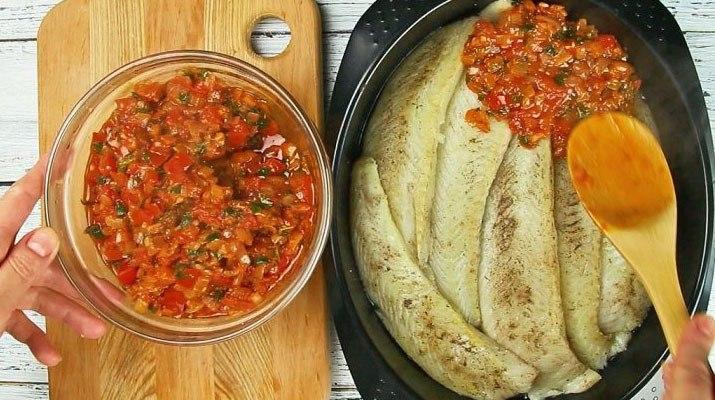 Томатный соус и филе тилапии