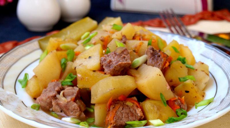 Говядина картошка на тарелке