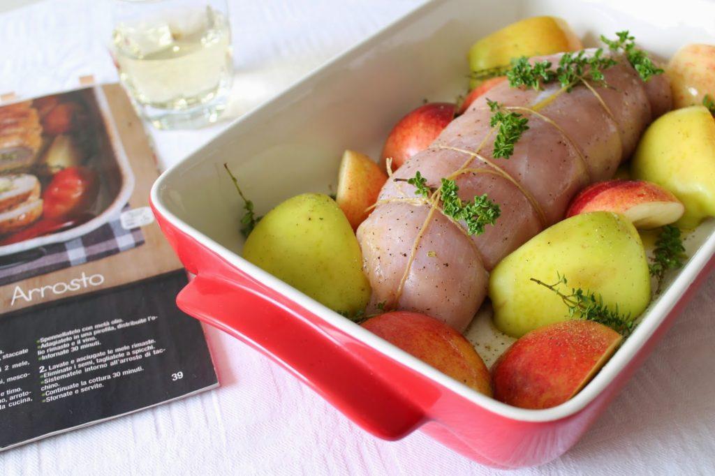 Рулет из индейки с яблоками до запекания в духовке