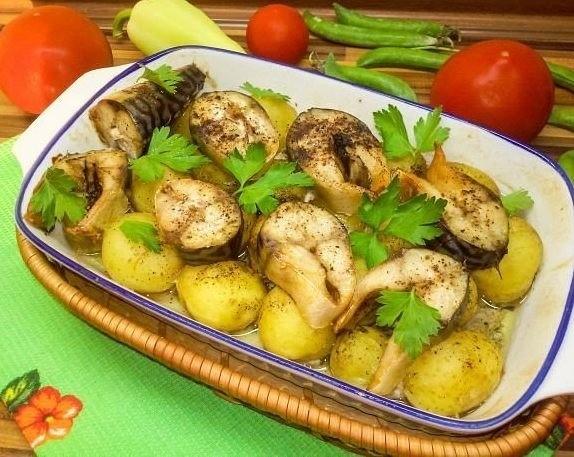 Готовая скумбрия с картошкой
