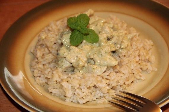 Индейка в кефире: подача с рисом