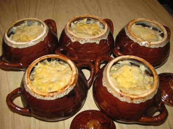 Горшочки с картошкой, мясом и сыром