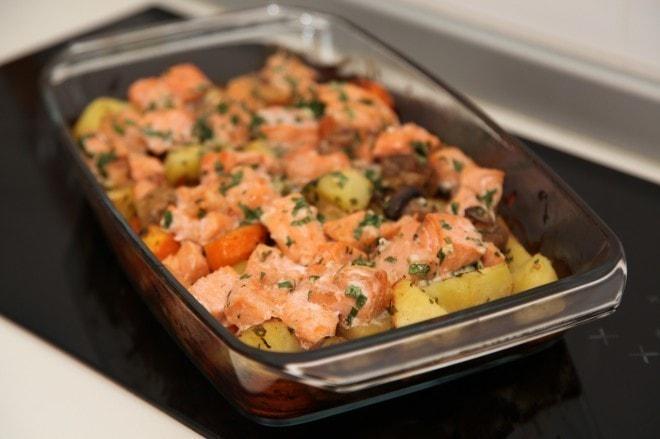 Кета с овощами в духовке в форме для запекания
