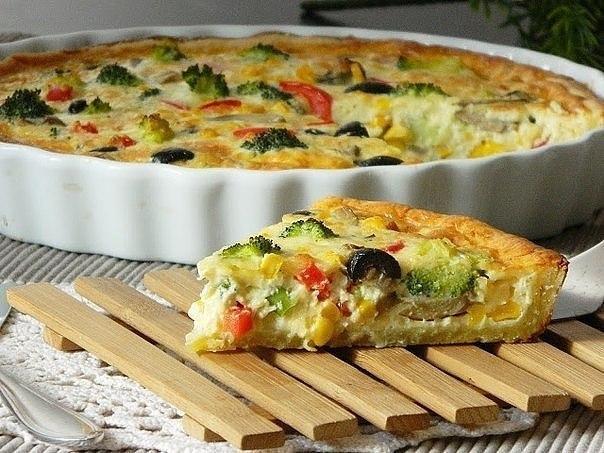 Киш с брокколи, сыром и овощами