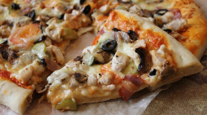 Пицца с курицей в духовке