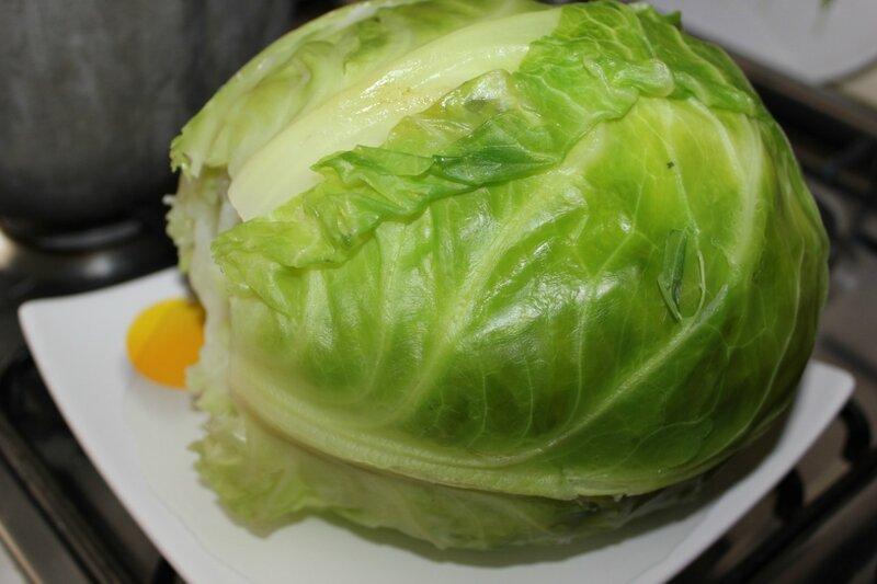 Отваренный кочан капусты
