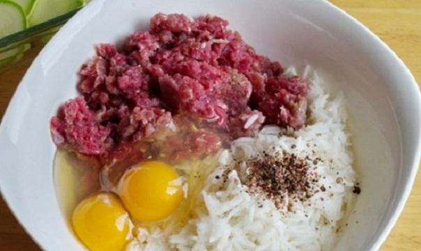 Рис, фарш, яйца, специи