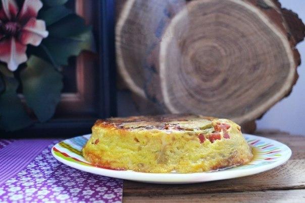 Готовая слоеная запеканка с кабачками, помидорами и сыром