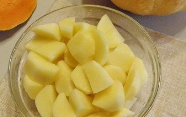Нарезанный картофель до отваривания
