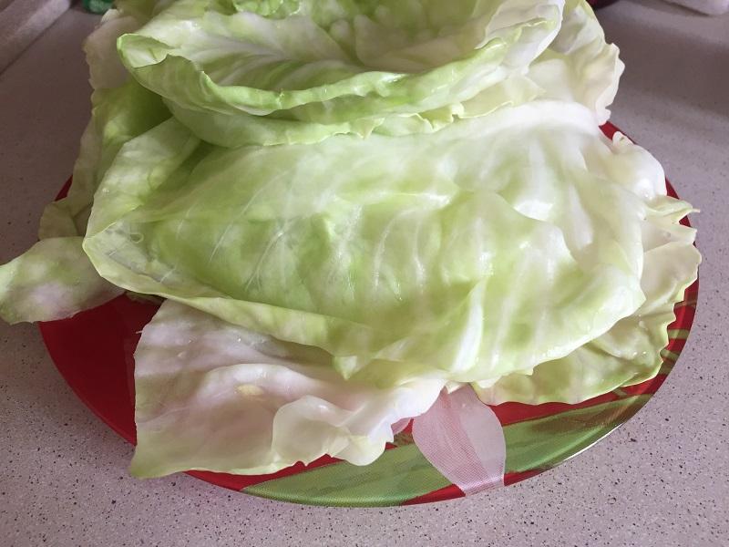 Отваренные листы капусты