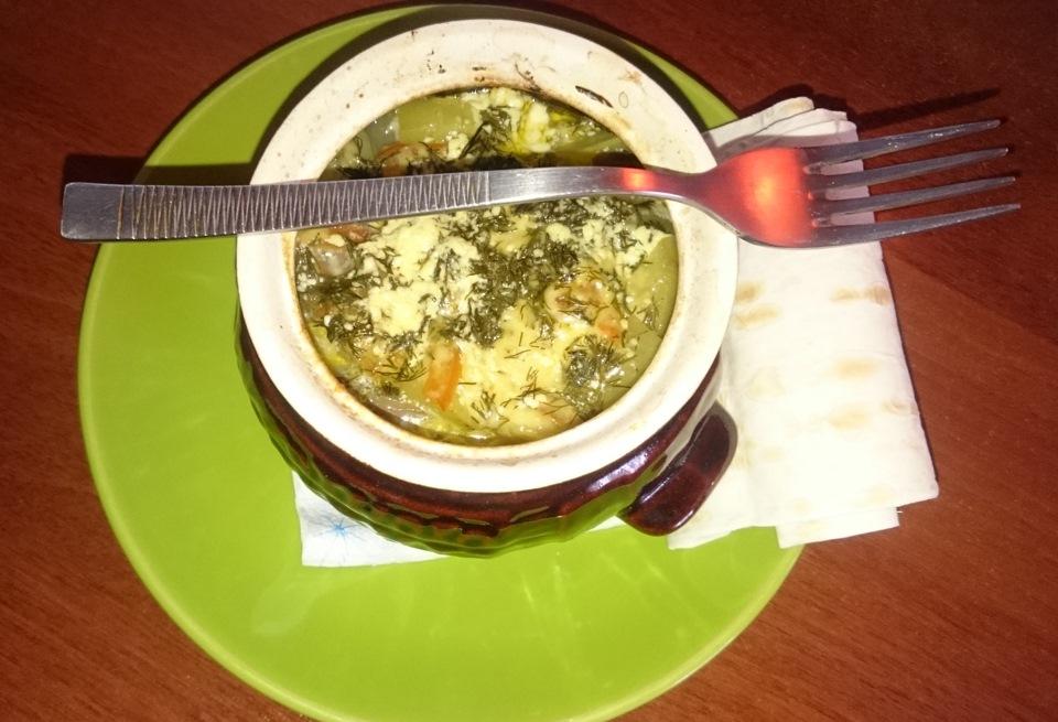 Говядина с грибами и картофелем в горшочке