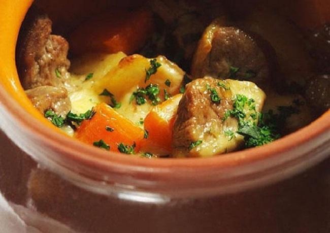 Готовое жаркое из говядины с картофелем