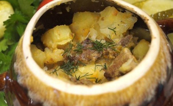 Говядина с картофелем в горшочке со сметаной