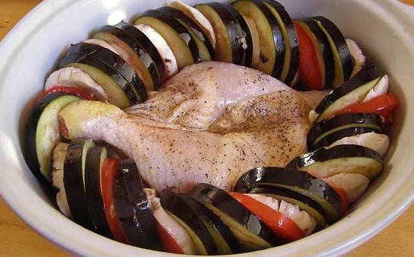 Куриные окорочка с овощами перед запеканием