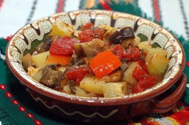 Запеченный картофель с баклажанами в духовке