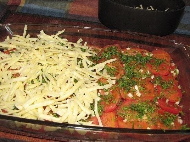 Слой из томатов и тертого сыра