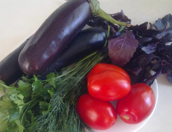 Баклажаны, помидоры, зелень