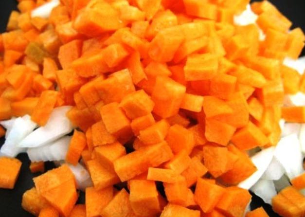 Нарезка моркови и лука