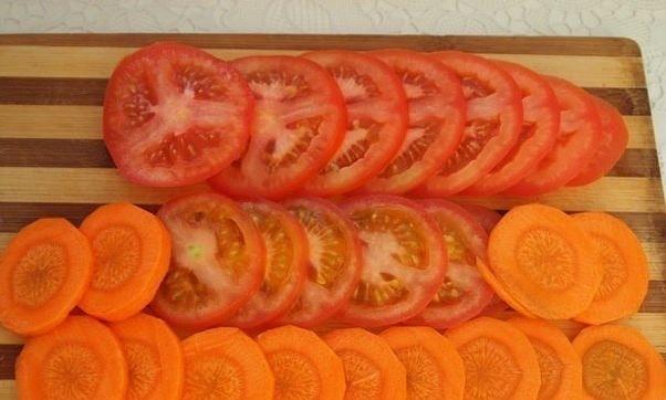 Нарезка помидоров и моркови