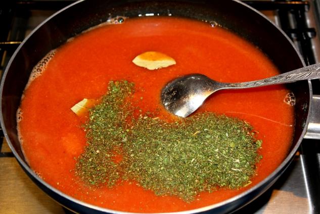 Подготовка томатного соуса