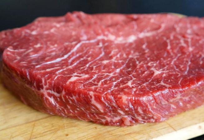 Кусок мраморной говядины