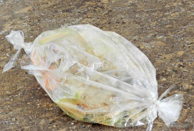 Индейка с овощами в рукаве перед запеканием